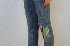 Jeans mit Freihandstickerei Upcycling